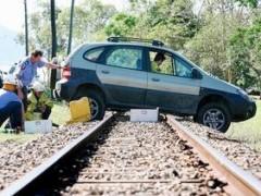 Mengapa mesin mobil mati di lintasan Kereta?